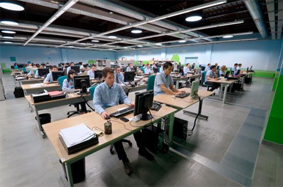 oficinas grupo icg personas trabajando